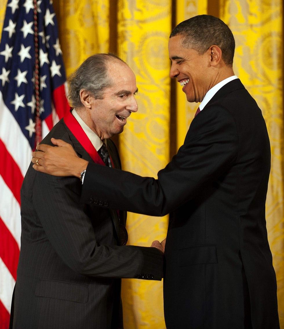 אובמה מעניק לרות את האות האמריקני הלאומי במדעי הרוח, 2011 (צילום: Jim Watson, AFP)