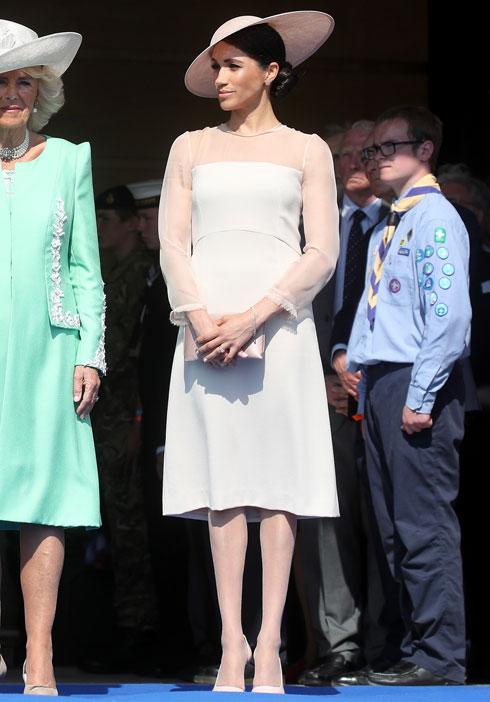 """השמלה עלתה 2,357 שקל, הגרבונים רק 5 ליש""""ט (צילום: Chris Jackson/GettyimagesIL)"""