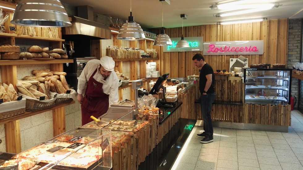 מסעדת שוק האוכל (צילום: גיא ויצלינג)