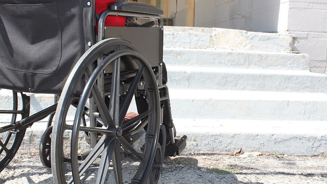 נגישות נכים חוסר נגישות מדרגות (צילום: shutterstock)