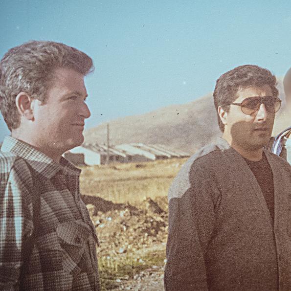 """גלעד (משמאל) ובאשיר ג'ומייל בלבנון. """"אדם שחצן, אבל ליד אביו הוא היה כמו חמאה"""""""