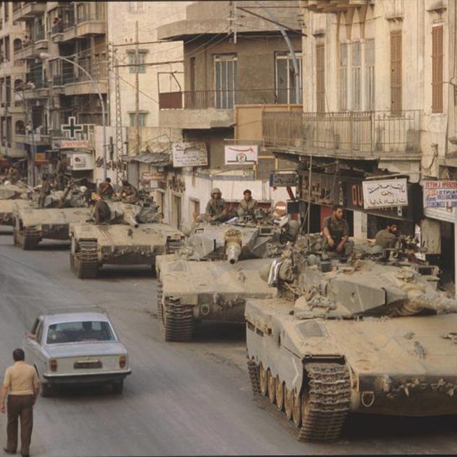 """טנקים ישראליים בביירות, 1982 . """"צה""""ל לא עוסק ברצח, זו עלילת דם מתועבת"""""""