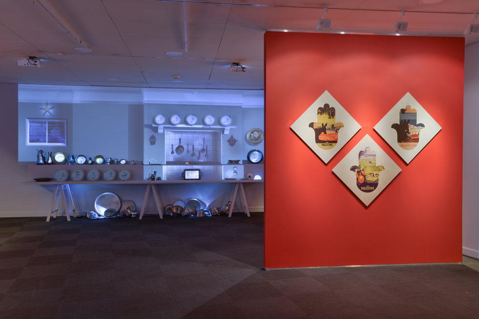 התערוכה מתפרשת על שלושה אולמות. ''החמסה היא נקודת השקה בין אמנות יהודית לאמנות מוסלמית, בין כל מי שחי במרחב המקומי'', אומרים האוצרים ד''ר שירת מרים שמיר ועידו נוי (צילום: שי בן אפריים)