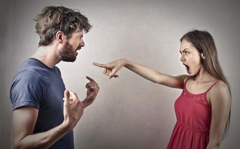 האם בן הזוג החזק מעודד את הקנאה או שזו בעיה של בן הזוג המקנא? (צילום: Shutterstock)