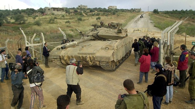 Israeli exit from south Lebanon, 2000 (Photo: Effi Shrir)