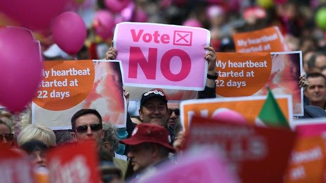 אירלנד משאל עם הפלות (צילום: AFP)