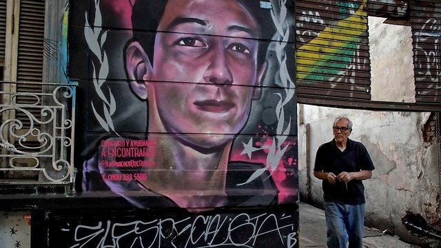 ארגנטינה ילדים נעדרים תמונות ב ציורי גרפיטי (צילום: AP)