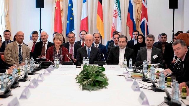 פגישה בין נציגי איראן ומעצמות אירופה (צילום: AFP)