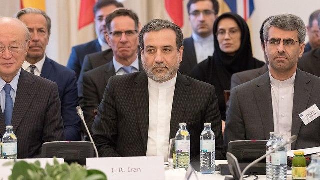 פגישה בין נציגי איראן ומעצמות אירופה (צילום: EPA)