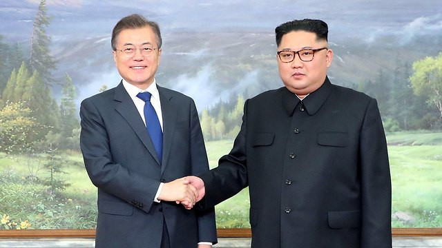 מנהיג צפון קוריאה קים ג'ונג און פגישה עם נשיא דרום קוריאה מון ג'יאה אין (צילום: רויטרס)