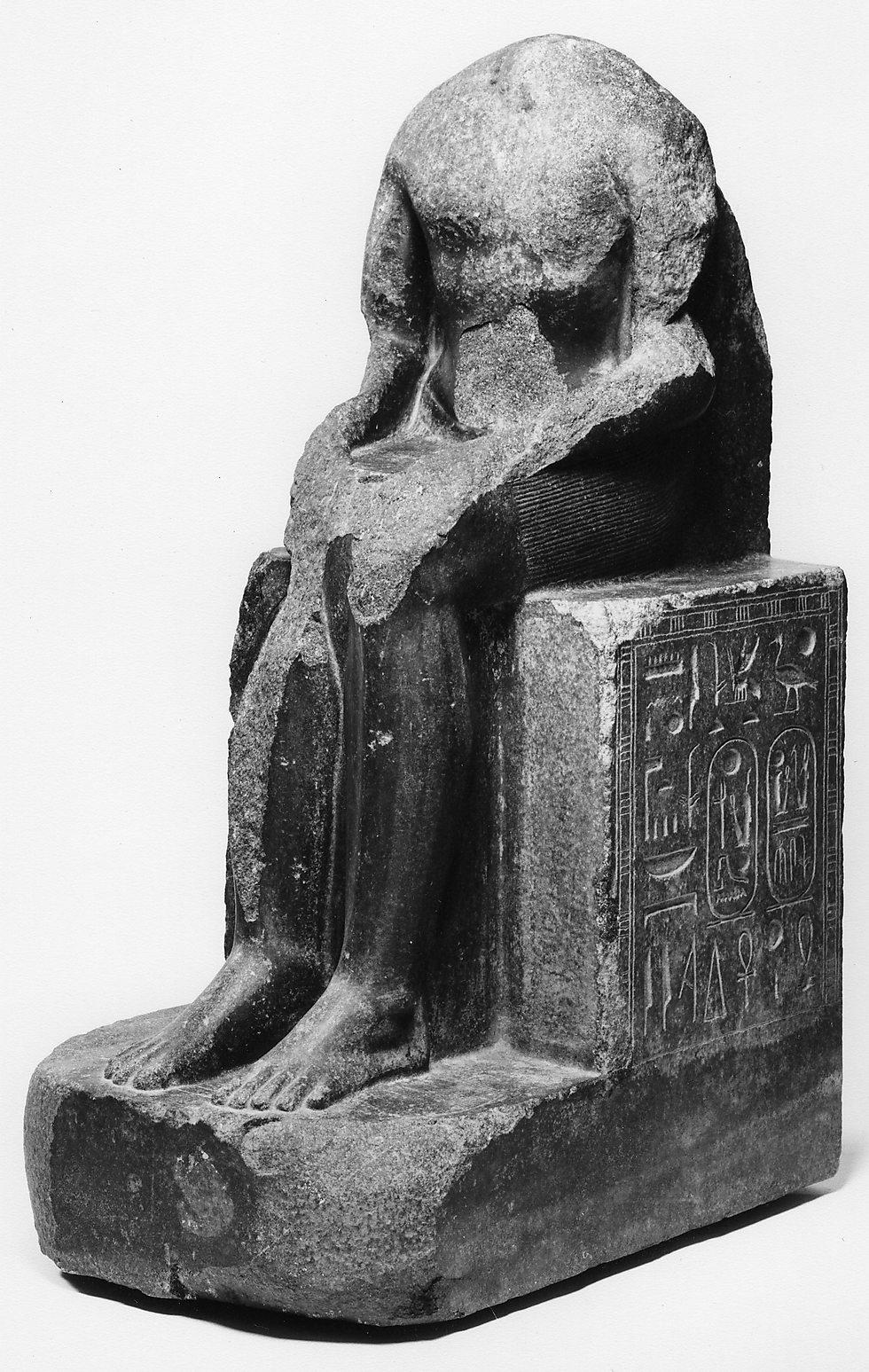 פסל של רעמסס השני מאבן גרניט שחורה (אסיוט, מצרים. 1290–1224 לפנה