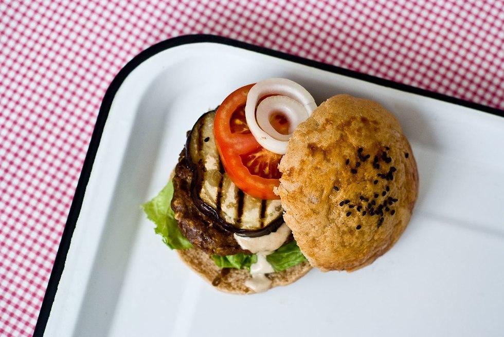 המבורגר טבעוני (צילום: חגי לפלר)