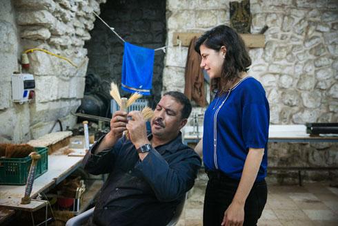 ''תקשרנו בעברית-ערבית-אנגלית-מישוש-יצירה'' (צילום: קרן רוזנברג)