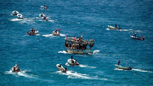 פלסטינים סירות עזה  (צילום: AFP)