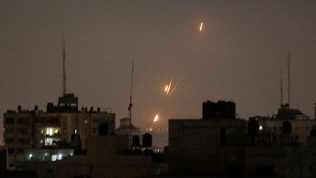 שיגורים מרצועת עזה (צילום: AP)