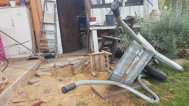 בית בקיבוץ סופה שנפגע מירי רקטות (צילום: בראל אפרים)