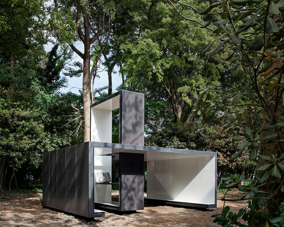 האדריכל האיטלקי פרנצ'סקו סליני יצר את ''השתקפות'', ומדגיש כי הוא עצמו אינו מאמין (צילום: Alessandra Chemollo)
