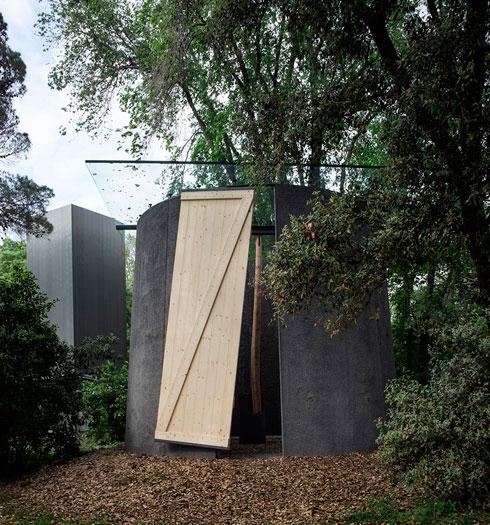 סמיליאן ראדיץ' יצר את ''הקאפלה כמקדש דרכים'' (צילום: Alessandra Chemollo)