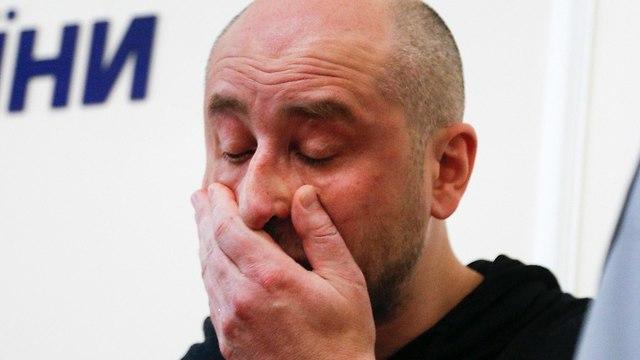 אוקראינה זייפה את רצח העיתונאי הרוסי ארקדי בבצ'נקו מסיבת עיתונאים קייב (צילום: AP)