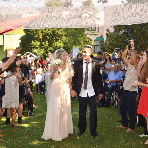 תומר וכריס גבאי ביום חתונתם (צילום: אלבום פרטי)