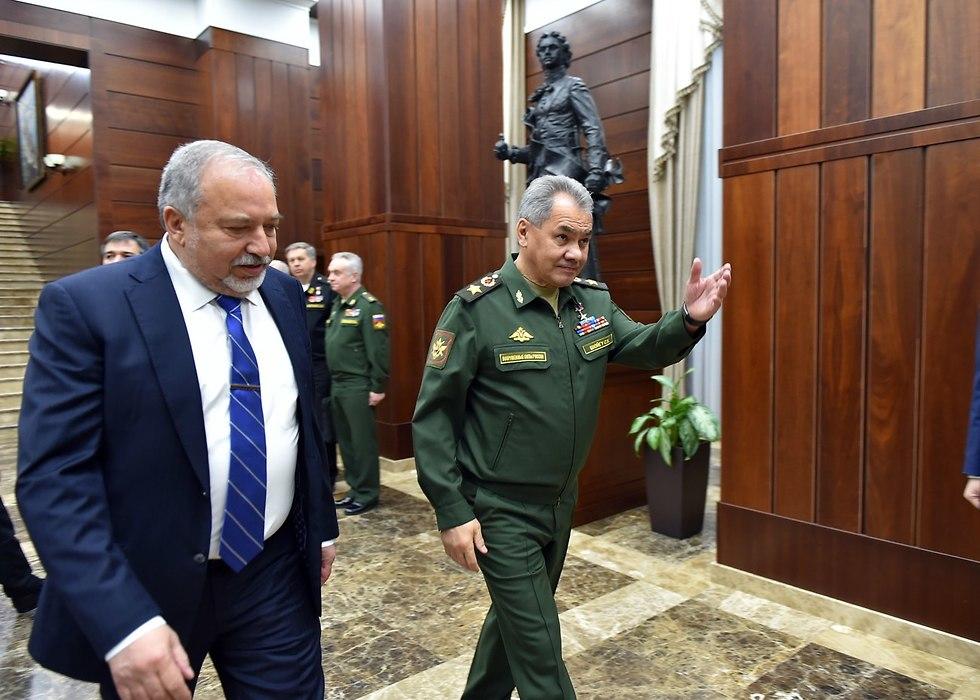 ליברמן ושויגו במפגש ברוסיה (צילום: אריאל חרמוני, משרד הביטחון)
