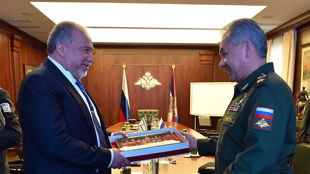 Defense Minister Avigdor Lieberman with Russia's Defense Minister Sergey Shoygu (Photo: Defense Ministry)