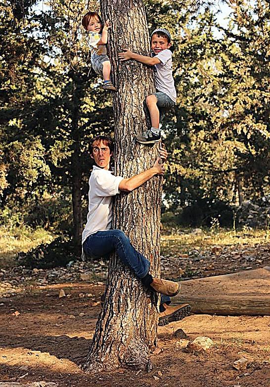 נדב נוה עם ילדיו (צילום: יעל הרשברג נוה)