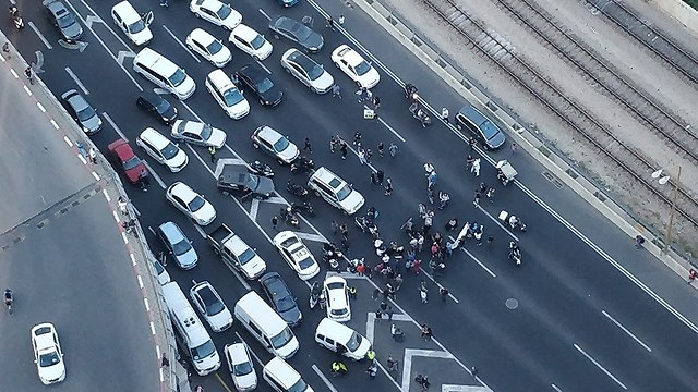 מחאת נכים וקשישים צומת עזריאלי (צילום: יריב שחר )