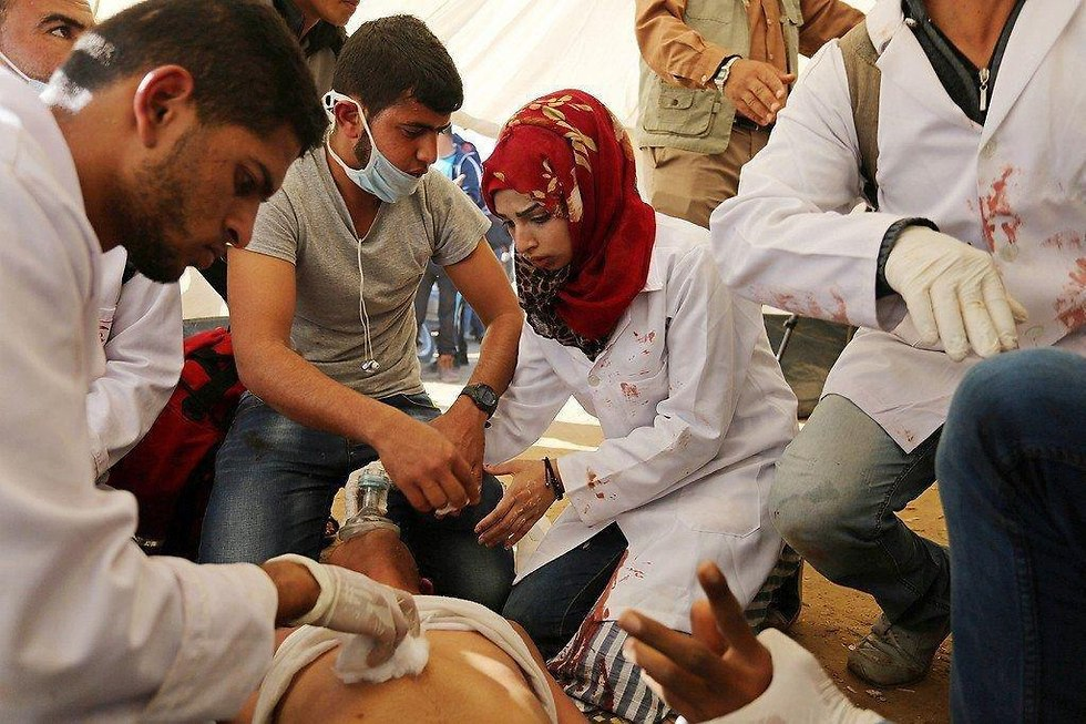 Razan Ashraf Najjar treating wounded Palestinians on Gaza border