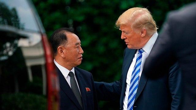 דונלד טראמפ וקים יונג שול (צילום: AP)