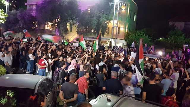 הפגנת תמיכה בתושבי עזה בחיפה (צילום: אלעד גרשגורן)