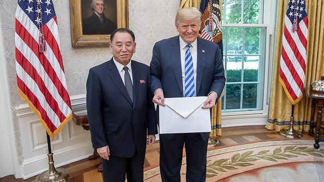 קים יונג צ'ול ודונלד טראמפ (צילום: Shealah Craighead)