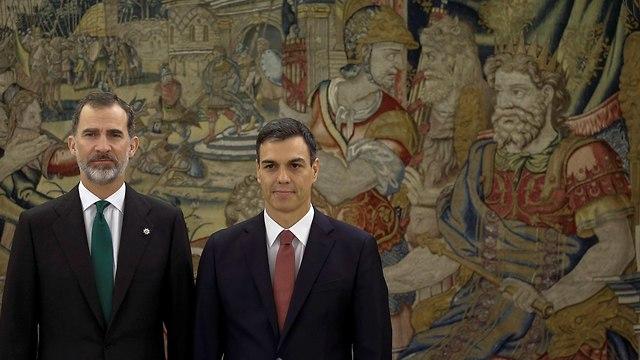ספרד פדרו סנצ'ס פדרו סנצ'ז ראש ממשלה חדש ליד המודח מריאנו ראחוי (צילום: gettyimages)