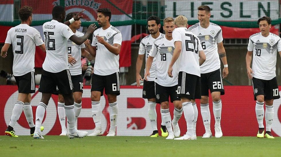 נבחרת גרמניה חוגגת (צילום: רויטרס)