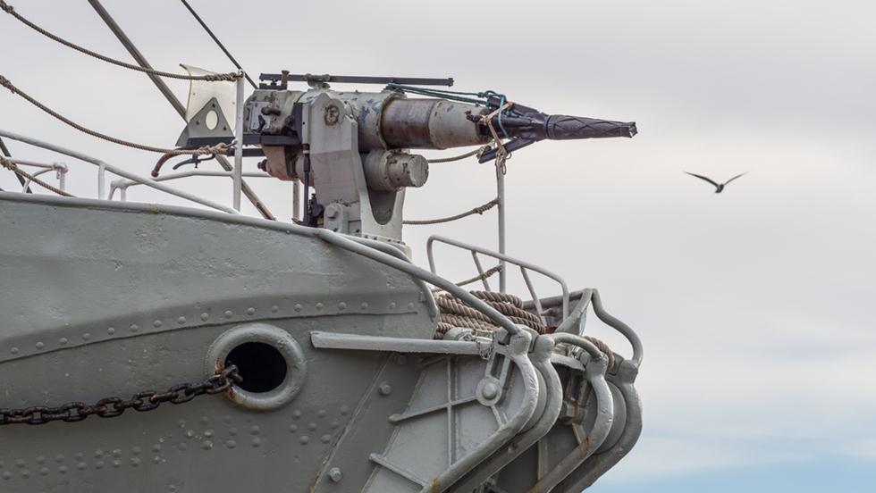 צלצל המשמש לציד לווייתנים על ספינה (צילום: shutterstock)