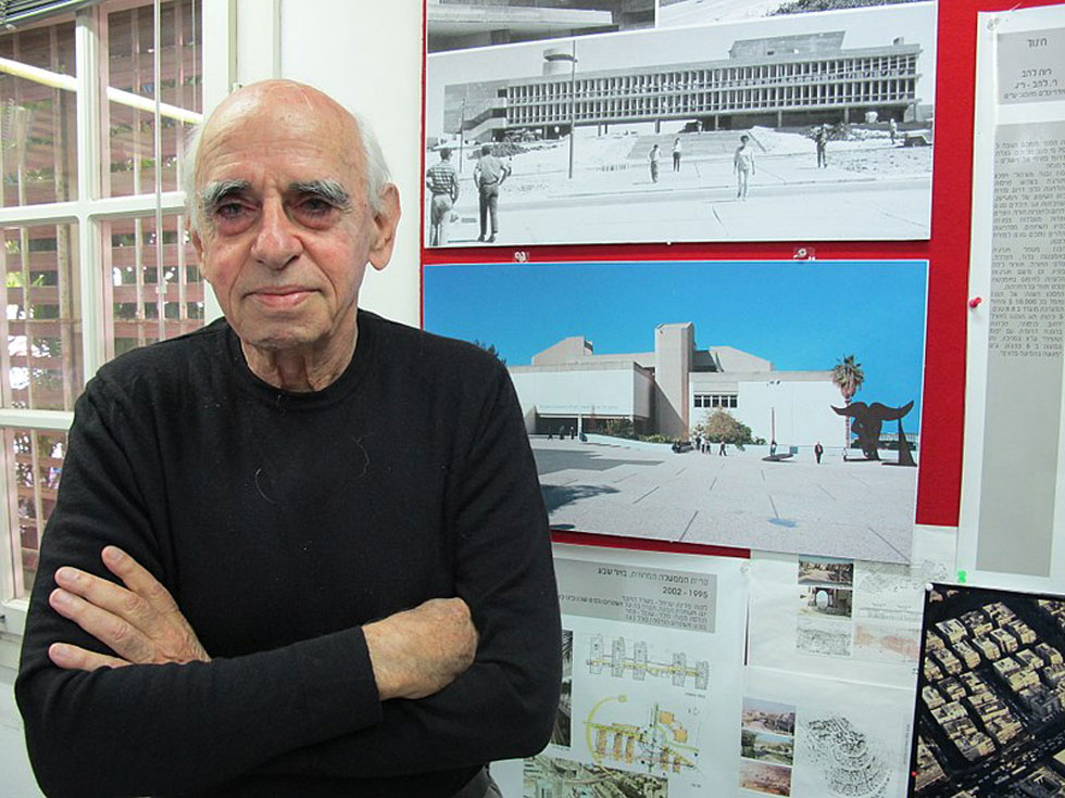 דן איתן, מוותיקי האדריכלים בישראל והמוערכים בהם, שידוע בראש ובראשונה בזכות מוזיאון ת''א (שגם זיכה אותו בפרס רכטר) (צילום: מיכאל יעקובסון)