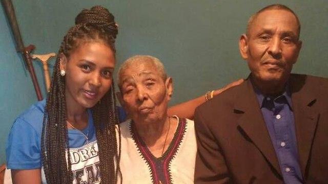 Игзау с сыном и внучкой