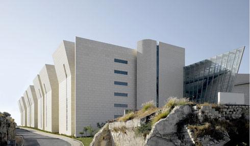 שלוש מהעבודות של חיוטין אדריכלים: היכל המשפט בחיפה (זוכה פרס רכטר) (צילום: ארדון בר-חמא)