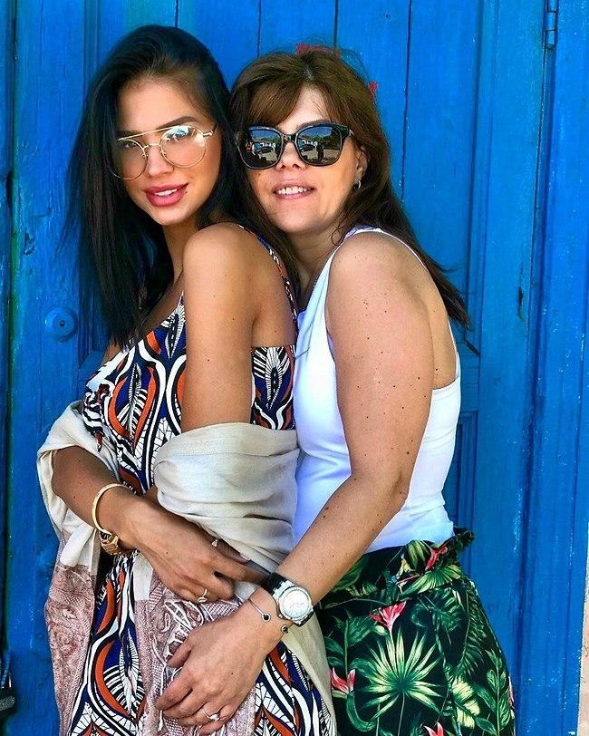 בחזרה לילדות. רוסלנה רודינה ואמה, ליזה (אלבום פרטי)