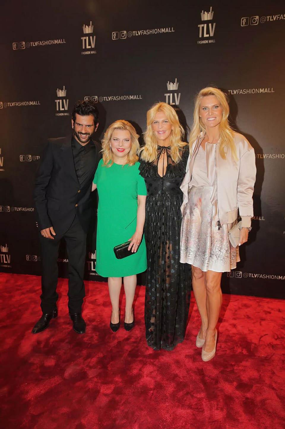 Сара и Сандра Ринглер (в центре). Фото: Шука Коэн
