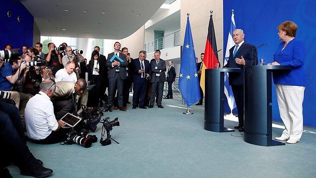בנימין נתניהו פגישה עם אנגלה מרקל ב ברלין גרמניה (צילום: רויטרס)