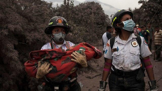 גואטמלה הר געש התפרץ פואגו (צילום: AP)