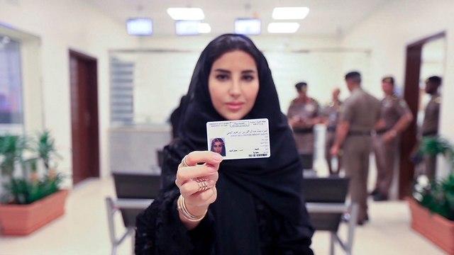 סעודיה הנפיקה רישיונות נהיגה ראשונים ל נשים (צילום: AP)