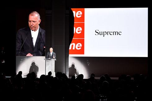 ג'יימס ג'ביה ממותג הסטריט וור היוקרתי Supreme זוכה בפרס בגדי הגברים (צילום: Theo Wargo/GettyimagesIL)