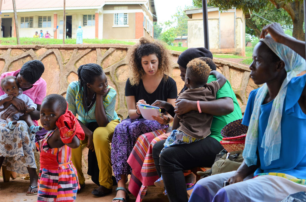 """אלקובי והחברים באוגנדה. """"הרגשתי שנחתתי על פלנטה אחרת"""" (צילום: באדיבות המיזם מירמבה)"""