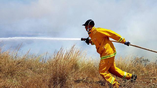 שריפה בניר עם (צילום: רועי עידן)