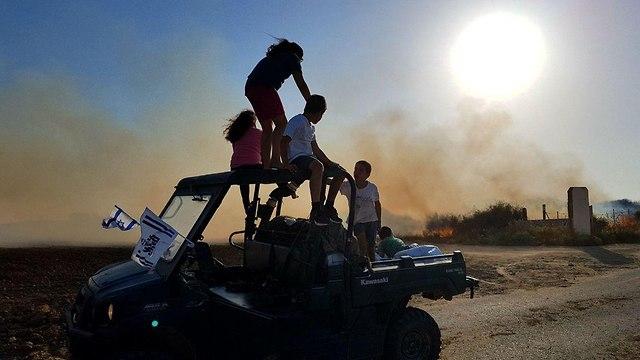 שריפה מכתש בארי (צילום: רועי עידן)