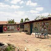 בית הספר האקולוגי שביישוב הבדואי ליד כפר־אדומים.  בית המשפט קבע שייהרס לאחר דרישת רגבים