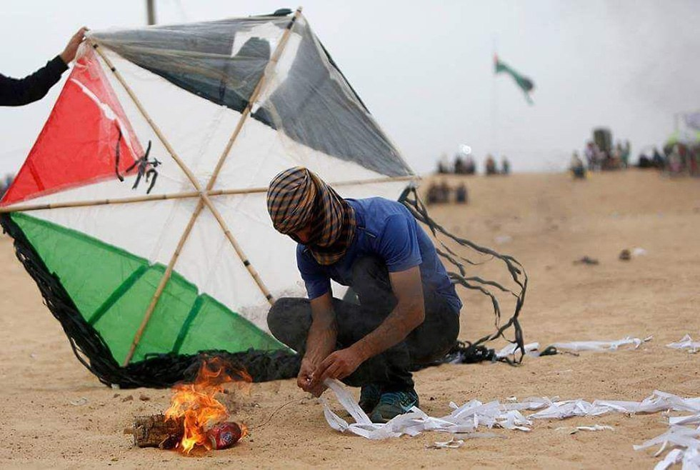 Palestinian incendiary kite (Photo: AFP)