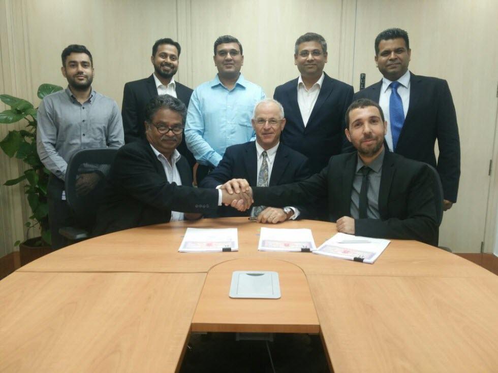 חתימת ההסכם עם מהינדרה ()